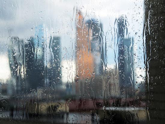 На смену погожим ясным денькам в столичный регион идет похолодание с дождями