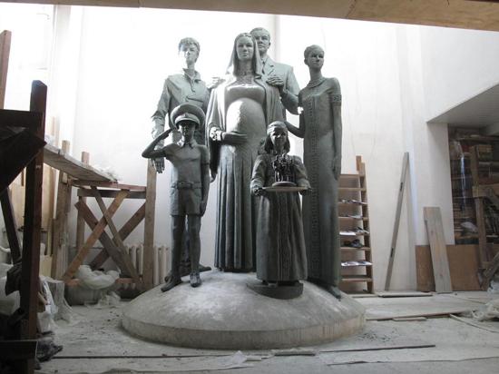В Подмосковье установят памятник многодетной семье