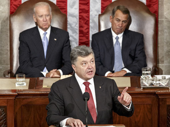 Президент Украины говорит о мире, но просит у США оружия