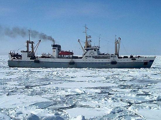 Судьба 13 моряков с затонувшего траулера останется неизвестной до утра