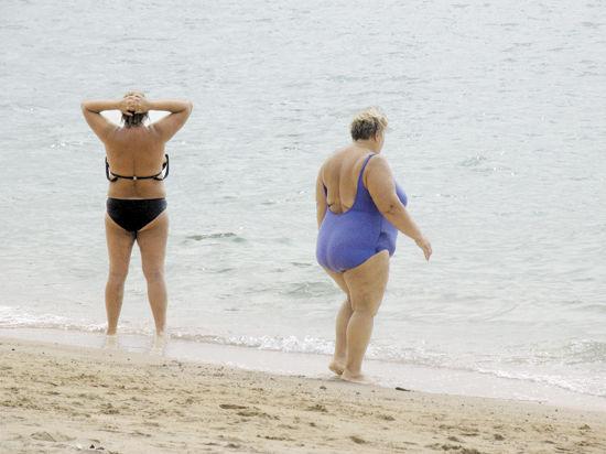 Мужчины стоят в очередь к косметологам по поводу проблем с целлюлитом