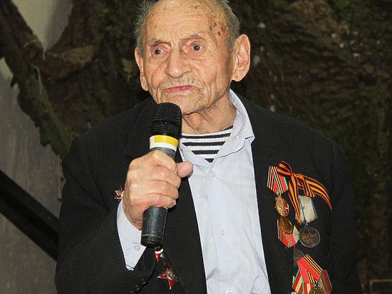 Во Владивостоке к 70-летию Великой Победы появится баннер с именем самого возрастного фронтовика