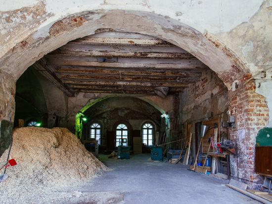 В Волоколамске депутаты сделали  из храма XVII века столярный цех
