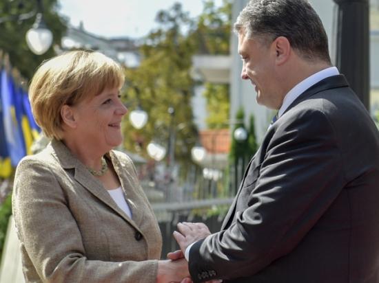 Меркель пообещала Порошенко полмиллиарда на Донбасс и новые санкции против РФ