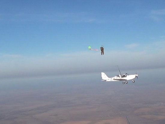Российские инженеры создали необычную катапульту: пилота выбрасывает из кабины вместе с парашютом