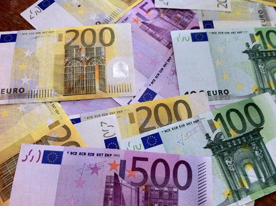 У евро - осенне обострение - его курс превысил 49 рублей