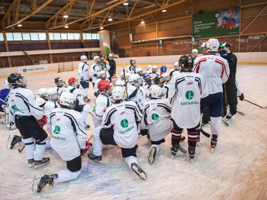 Как Дацюк и Брызгалов готовят юных хоккеистов