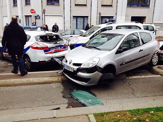 В результате террористической атаки в Париже погибли 12 человек