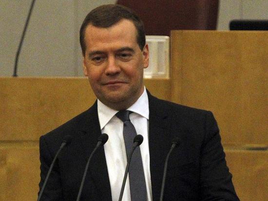 Медведев побывал в Артеке и не встретил там ни одного ребенка