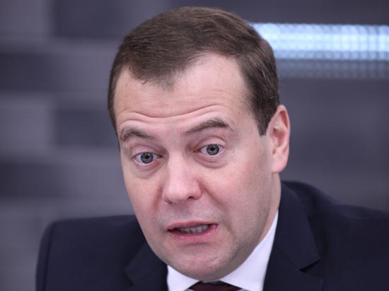 СМИ: Твиттер Медведева могли взломать, чтобы запретить чиновникам пользоваться соцсетями