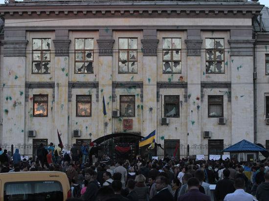 Джен Псаки осудила нападение на посольство России в Киеве
