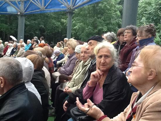 На митинг в Химках собрались активисты и пенсионеры