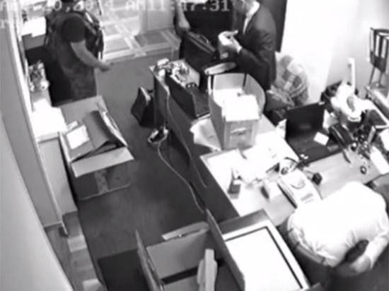 Типичный Киев: прокурор и следователь ограбили ювелирный магазин под объективами камер