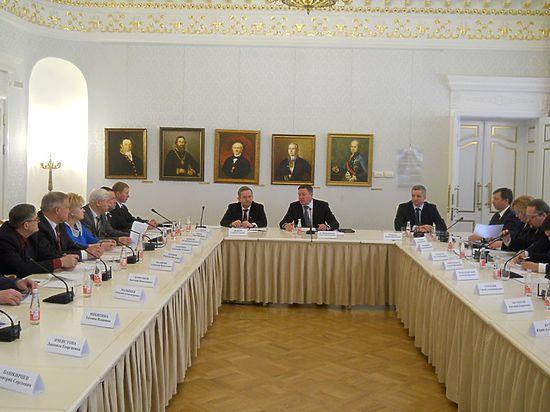 Открыл заседание глава региона Олег Кувшинников, который рассказал присутствующим о последних важных событиях в жизни области