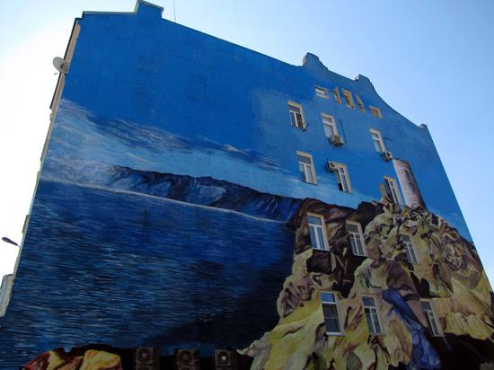 «Крымнаш» на стенах жилых домов: новый стрит-арт на Покровке