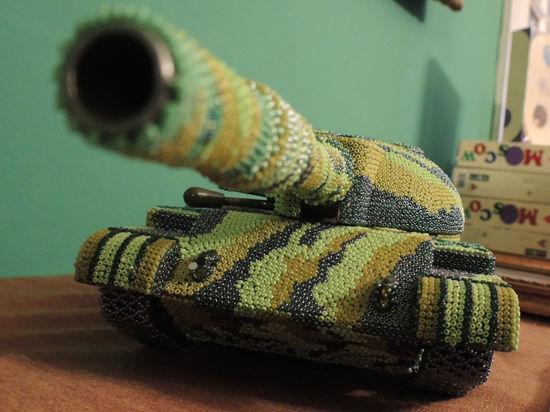 Танк бисером. Минобороны подвело итоги конкурса военной вышивки