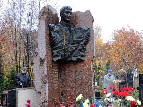 У могилы журналиста «МК» собрались его родные, друзья и коллеги