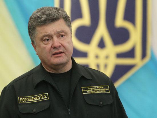 Порошенко в Мариуполе ввел режим высокой боевой готовности: