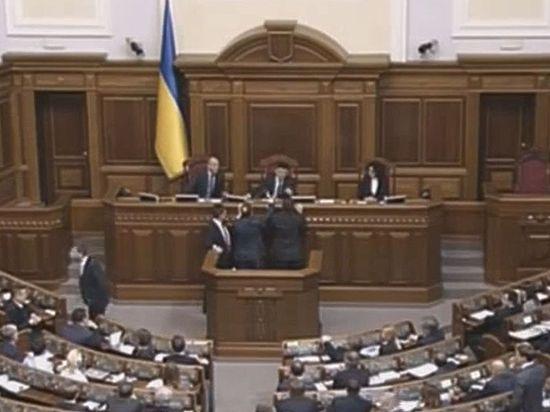 Ранее в украинский парламент был внесен законопроект о денонсации Беловежский соглашений