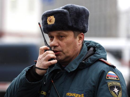 Спасатели пытаются освободить женщину под завалами дома в Николаеве