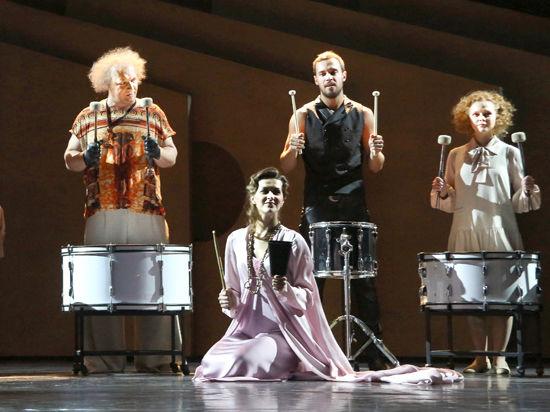 В театре Вахтангова сыграли первую премьеру сезона