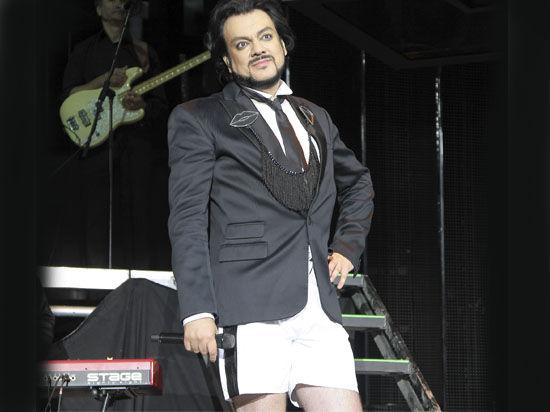 На Славянском базаре Филипп Киркоров, дабы не прослыть Кончитой Вурст, сменил юбку на шорты