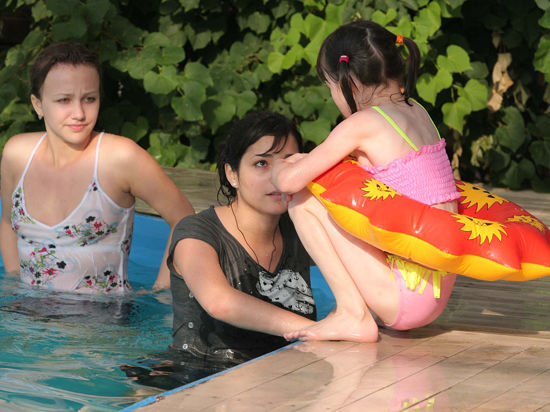Экспертиза «МК»: «Детские надувные спасательные круги оказались опасными для жизни»