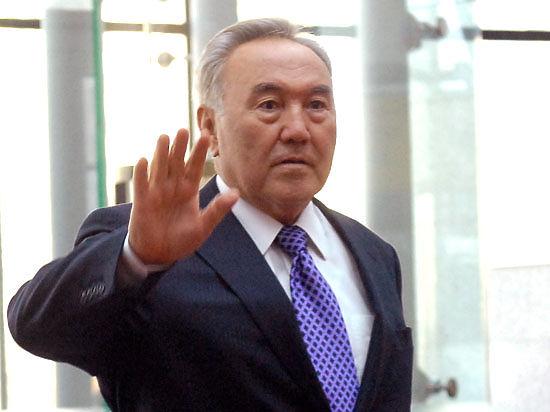 Назарбаев досрочно обратился к народу: