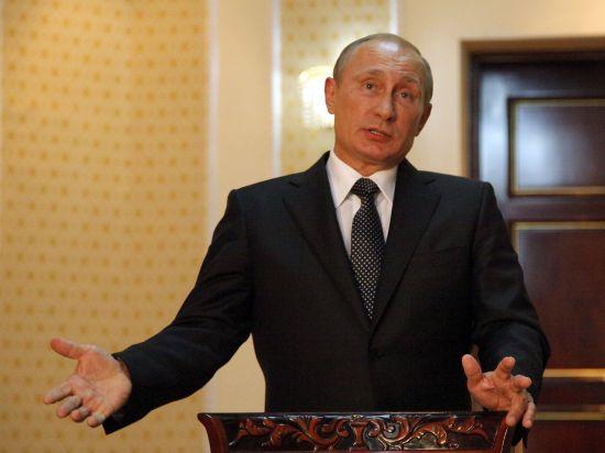 Путин о санкциях: огрызаться себе во вред не будем