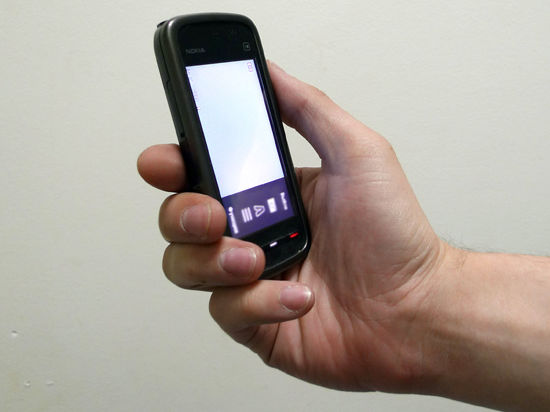 Давно умершая бабушка решила напомнить о себе жительнице Румынии «селфи» на мобильный телефон