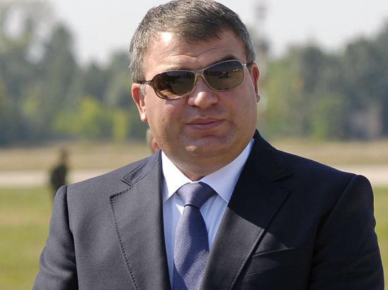 Подарок Сердюкову: экс-министру готовят восемь новых дел