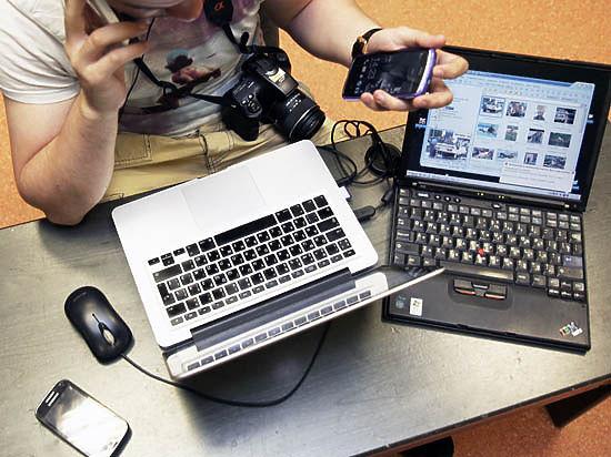 AirHopper получает данные от излучения монитора компьютера, а также от нажатия клавиш на клавиатуре