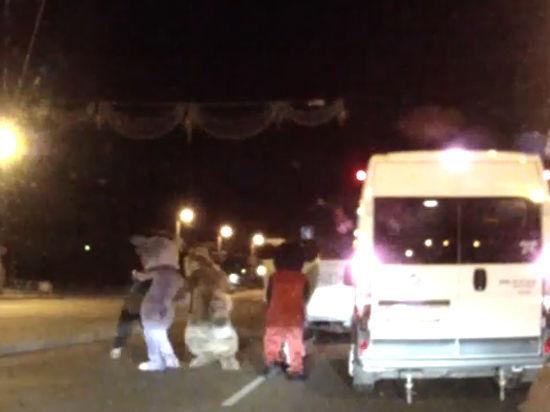 Микки-Маус, Лунтик и Ледниковая Белка сурово избили водителя в Челябинске