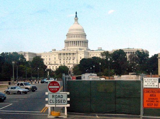 Сенаторы США требуют новых санкций против РФ и признания ополченцев террористами