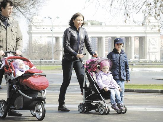Треть российских женщин лечат своих близких сами