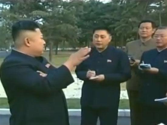 Государственное телевидение показало 31-летнего лидера КНДР, хромающего на обе ноги