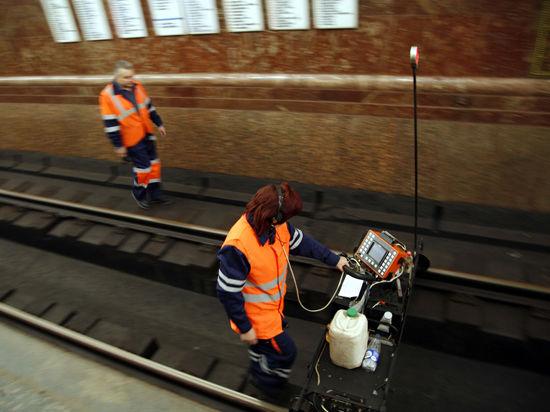 Источник «МК»: движение на Филевской линии остановил выпавший из грузового поезда металлолом