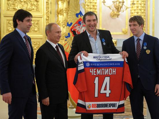 Путин наградил триумфаторов ЧМ по хоккею и открыл тайну разговора со Знарком в раздевалке