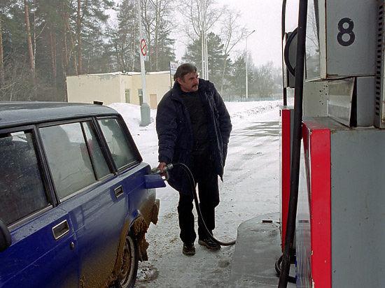 Цены на нефть падают: 40 рублей за литр бензина уже не за горами