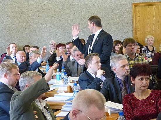 Петросовет может сменить политический курс, атроллейбусники – подготовиться к банкротству
