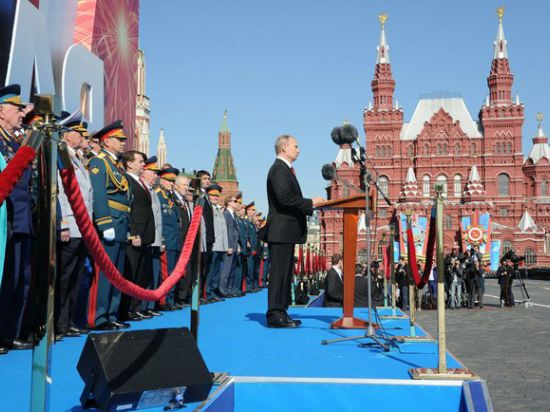 Путин: Это день, когда чувствуешь как важно уметь отстаивать интересы Родины