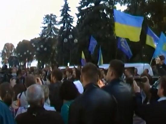 Около тысячи силовиков обеспечивают охрану порядка возле здания парламента