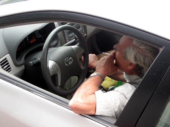 В Госдуме обсудили и покритиковали запрет курения за рулем