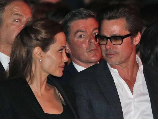 Анджелина Джоли и Брэд Питт наконец-то официально сочетались браком: что мешало им раньше оформить семейные отношения?