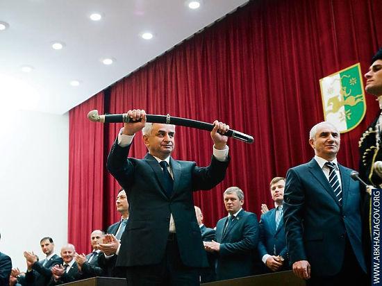 Россия и Абхазия будут обороняться вместе: Путин и Хаджимба подписали договор