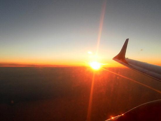 Пропавший лайнер Air Asia не подает сигналы: возможно, самолет не разбился и все живы