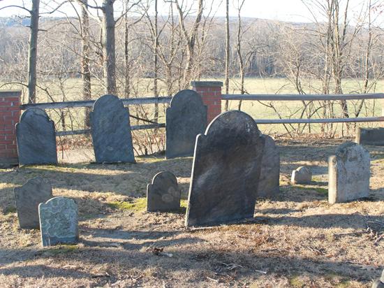 Директор кладбища распределял покойников помогилам заденьги