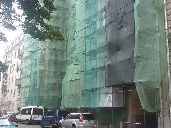 Воры забрались в квартиру Марины Нееловой по строительным лесам