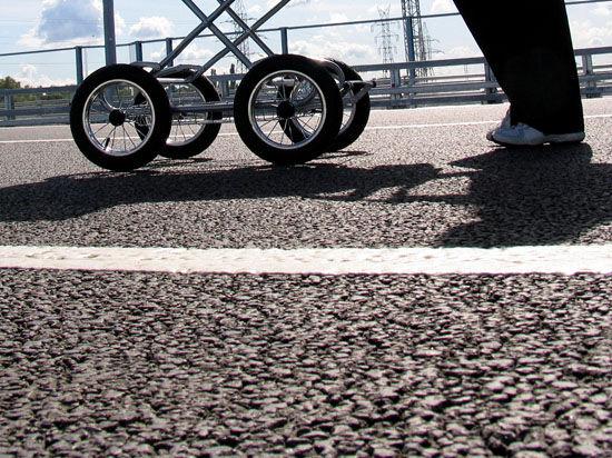 В Москве тротуары поделят на полосы для движения пешеходов