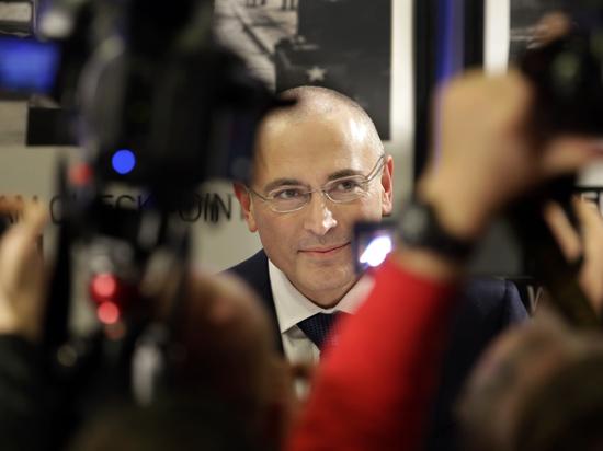 Ходорковский «просто радуется» вердикту Гааги по делу ЮКОСа и не получит ни цента